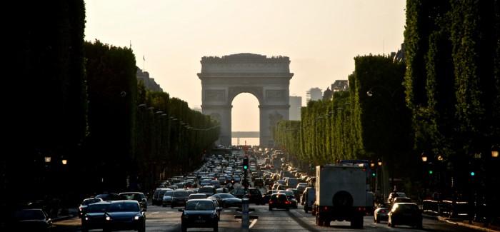 EN LINIA ENTRE EL PASSAT I EL PRESENT: Champs Elysées, L'Etoile i la Defènse