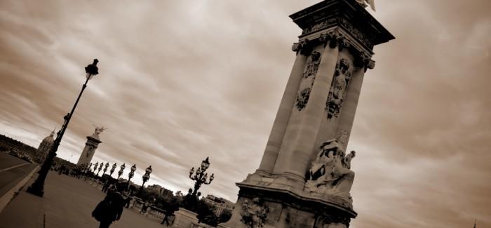 LA RIBA ESQUERRA: Des Invalides i el Pont d'Alexandre III